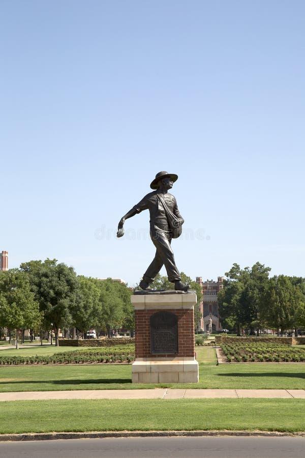 Escultura de un sembrador en la universidad del campus de Oklahoma fotos de archivo libres de regalías
