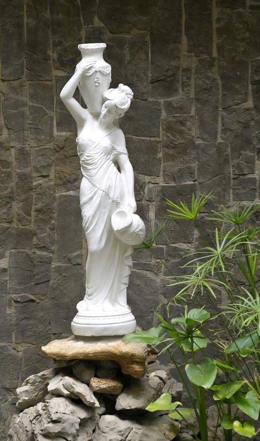 Escultura de una muchacha fotografía de archivo
