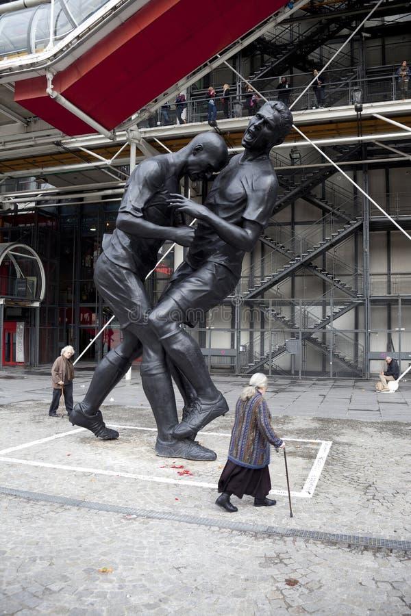 Escultura de Zidane y de Materazzi fotos de archivo