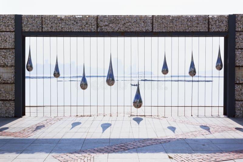 Escultura del agua del descenso foto de archivo libre de regalías