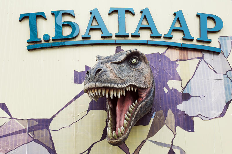 Escultura del dinosaurio de Tarbasaurus foto de archivo