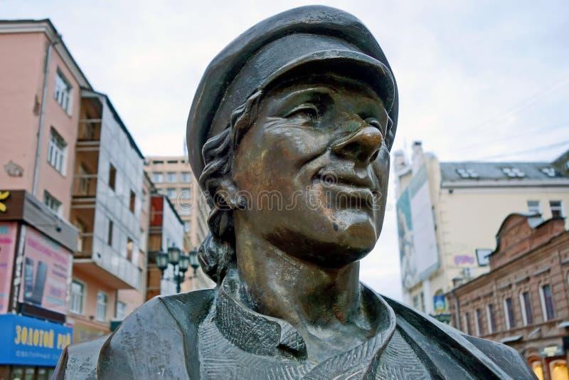 Escultura del fragmento del vendedor ambulante Los ciudadanos creen que su vendedor ambulante trae buena suerte, dinero y satisfa fotografía de archivo libre de regalías