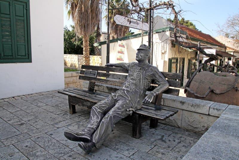Escultura del trabajador en la ciudad de Zichron Yaakov imágenes de archivo libres de regalías