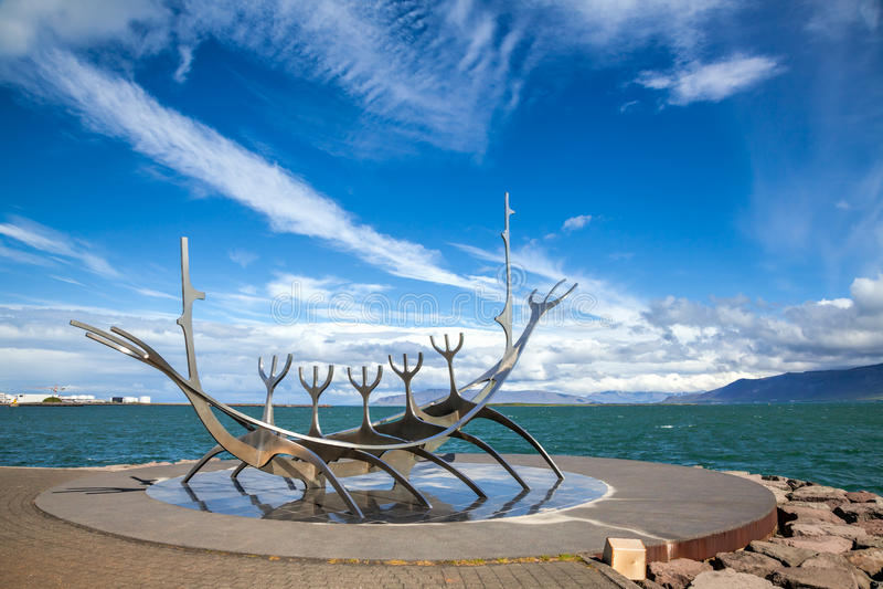 Escultura del viajero de Sun en Reykjavik Islandia imagen de archivo