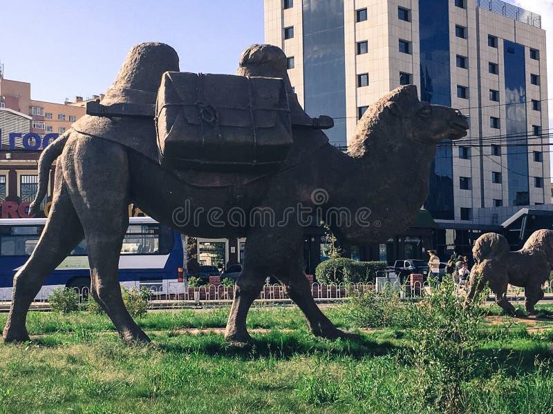 Escultura do camelo na cidade fotos de stock