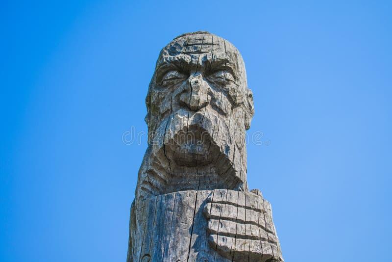 Escultura do cossaco feita da madeira foto de stock royalty free