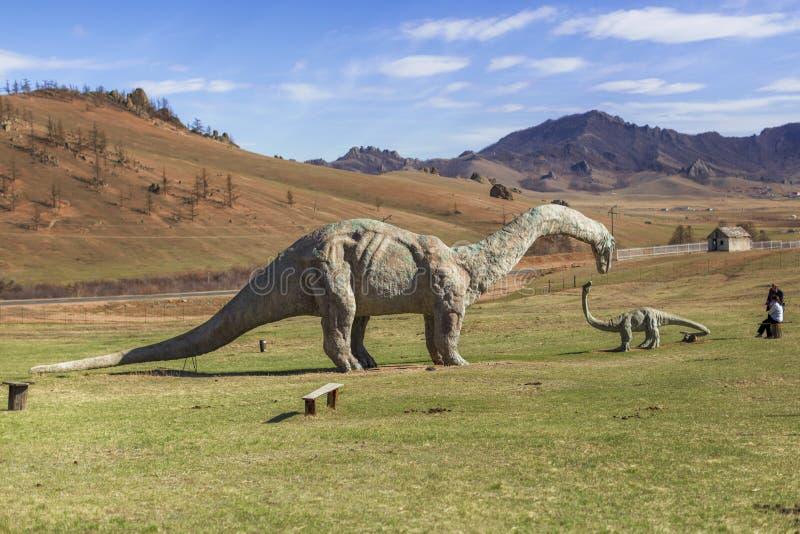 Escultura do dinossauro em um complexo abandonado do turista fotografia de stock royalty free