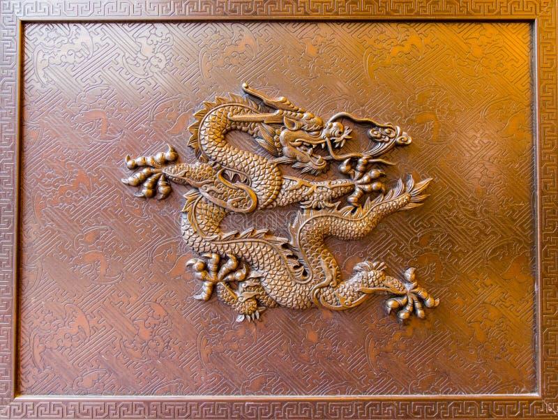 Escultura do dragão no templo wannian em Mount Emei, porcelana foto de stock
