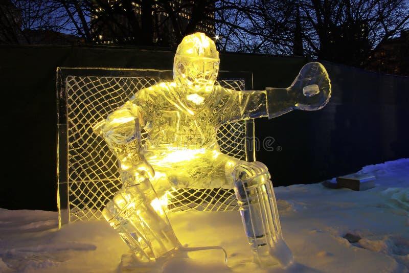 Escultura do gelo do Goalie foto de stock