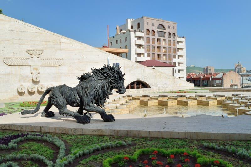 Escultura do leão, cascata Yerevan, Armênia fotos de stock royalty free