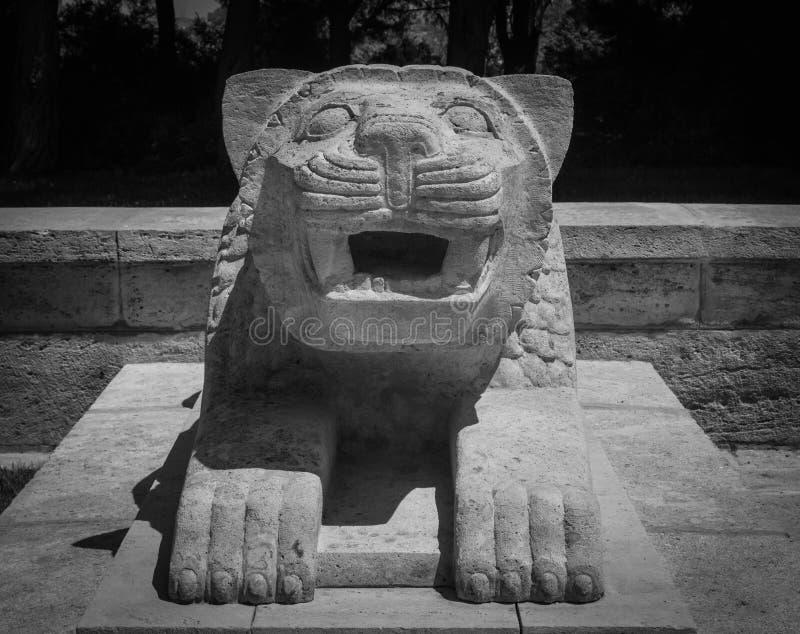 Escultura do leão em Anitkabir, Ancara fotografia de stock