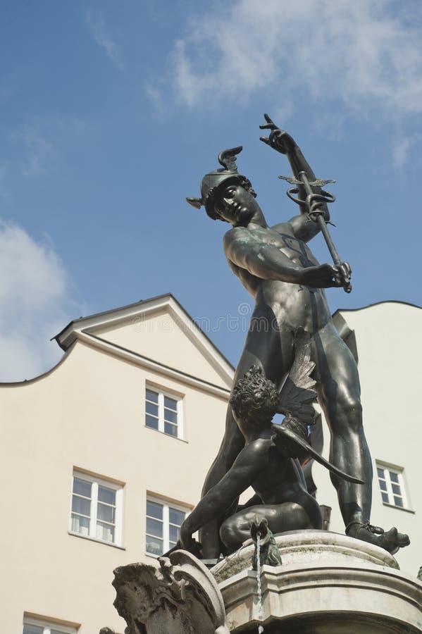 Escultura do merkur em uma fonte em Augsburg imagens de stock