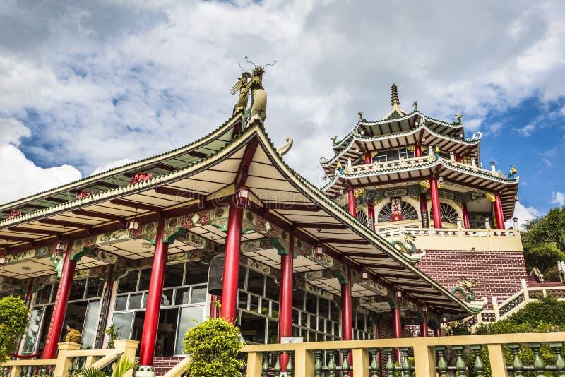 Escultura do pagode e do dragão do templo da taoista em Cebu, Philip imagem de stock