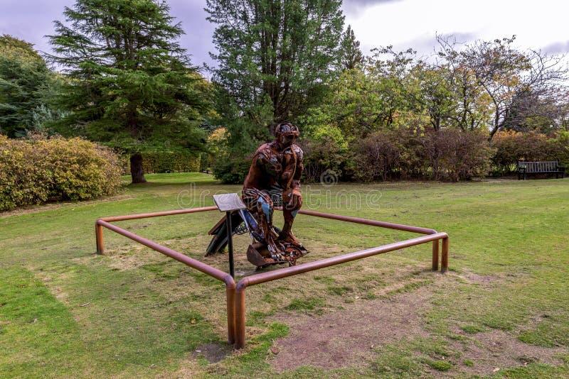 Escultura do Re-pensador em um dos gramados no parque de Hazlehead, Aberdeen, Escócia imagem de stock royalty free