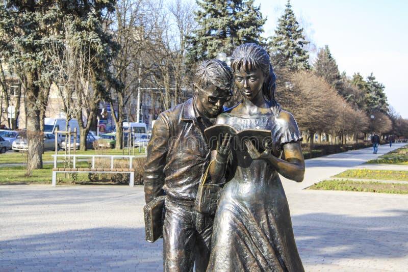 Escultura dos estudantes em Krasnodar fotos de stock royalty free