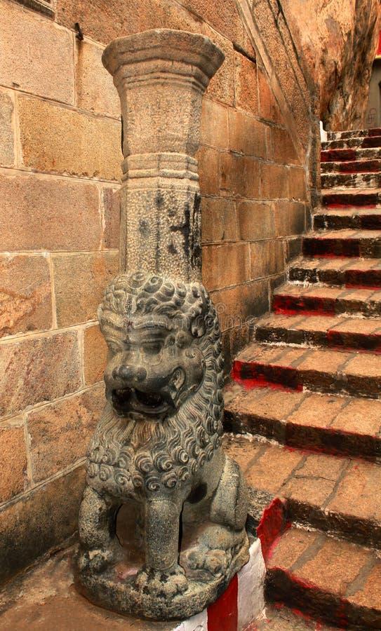 Escultura e etapas decorativas do yalli da coluna no rockfort antigo do trichirappalli fotos de stock
