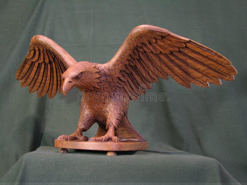 Escultura Eagle, carvalho material da árvore fotografia de stock