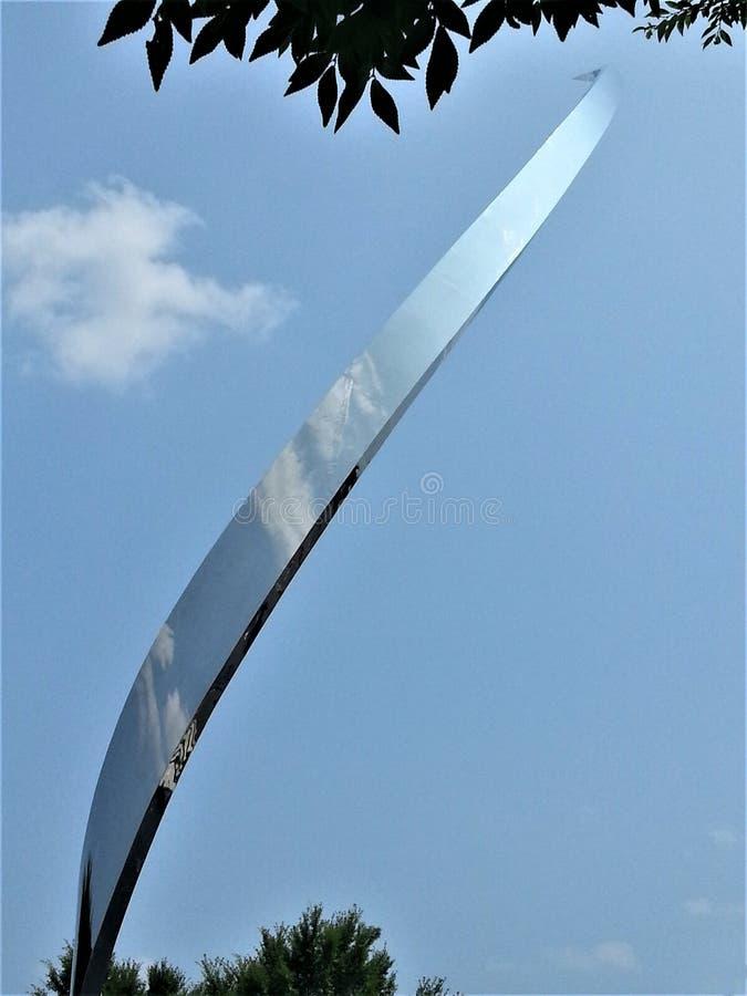 Escultura en el aire y el museo espacial de Dulles imagen de archivo