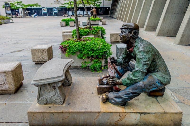 Escultura en el centro administrativo de Alpujarra foto de archivo