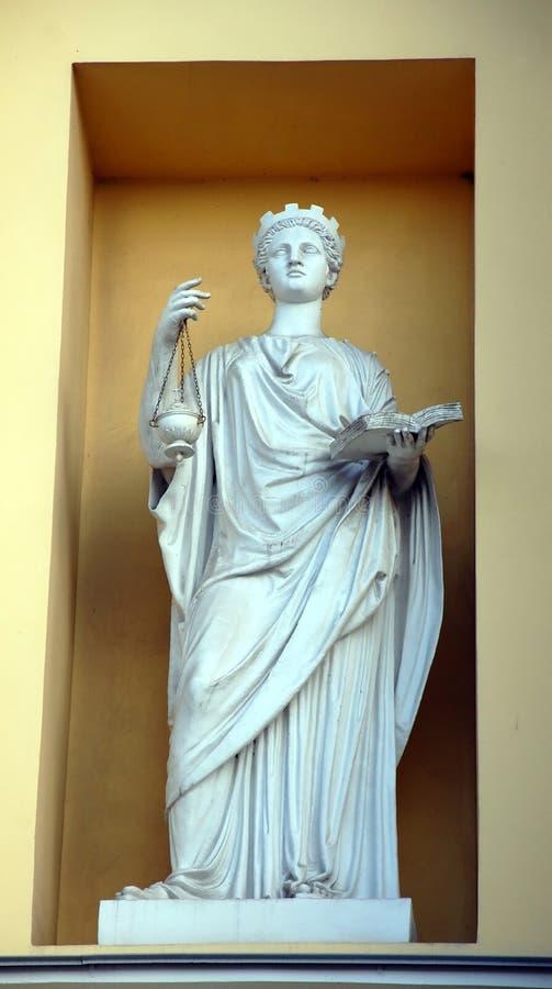 Escultura en el edificio del senado y del sínodo fotografía de archivo