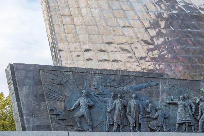 Escultura en el monumento a los conquistadores del espacio, Moscú, Rusia foto de archivo libre de regalías