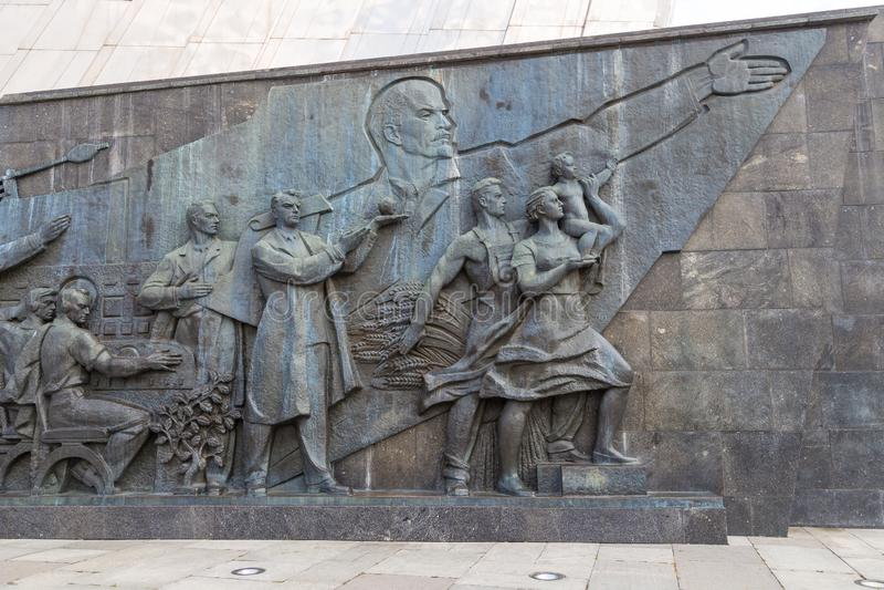 Escultura en el monumento a los conquistadores del espacio, Moscú, Rusia imagen de archivo