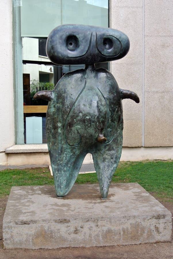 Escultura en el museo del ³ de Joan Mirà en Barcelona foto de archivo
