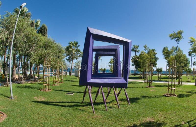 Escultura en la 'promenade' moderna - Limassol, Chipre fotos de archivo