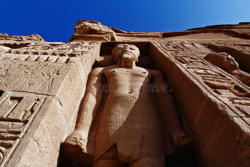 Escultura enorme del templo de la reina Nefertari fotografía de archivo libre de regalías
