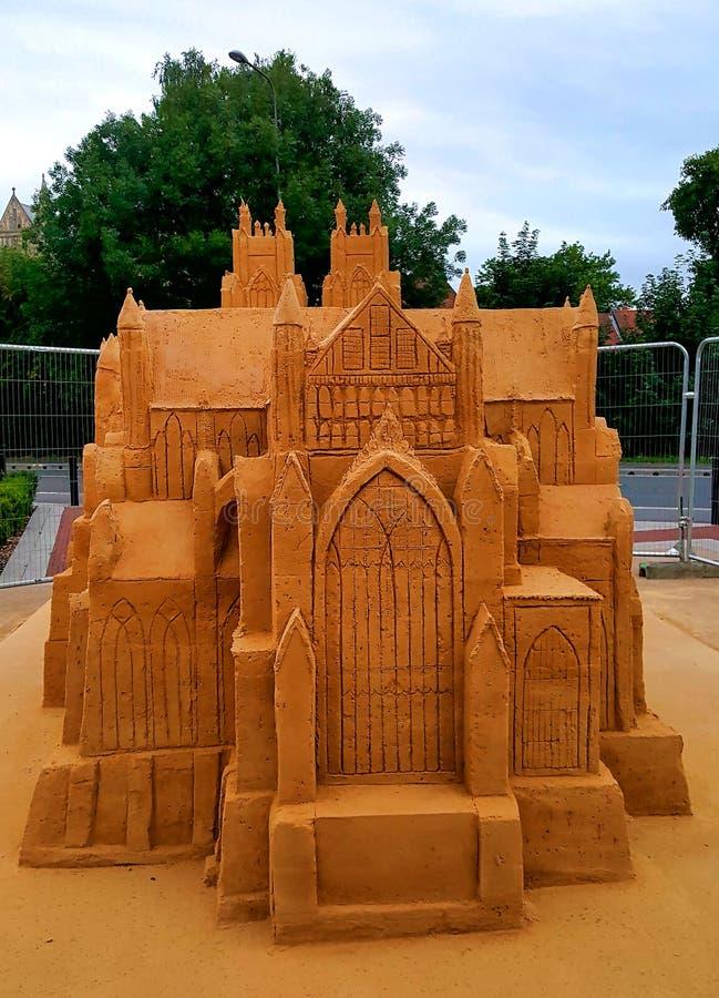 Escultura gigante do castelo de areia fotos de stock royalty free