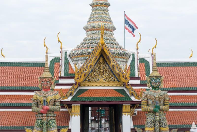 Escultura gigante no palácio grande foto de stock