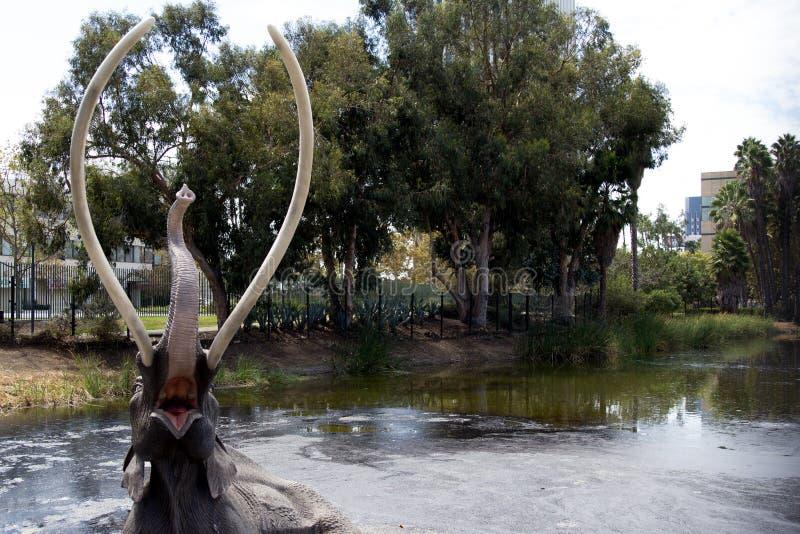 Escultura gigantesca no La Brea Tar Pits imagens de stock royalty free