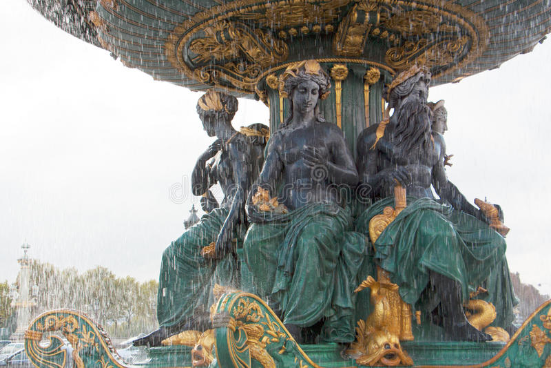 Escultura histórica, fonte de bronze bonita imagem de stock