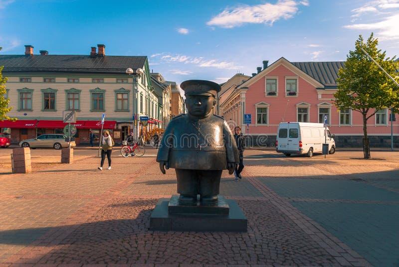 A escultura icónica de Toripollisi em Oulu Finlandia fotografia de stock royalty free