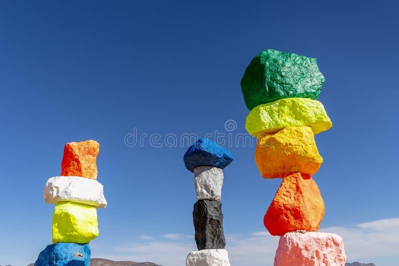 A escultura mágica de sete montanhas adiciona o respingo da cor para abandonar N fotografia de stock royalty free