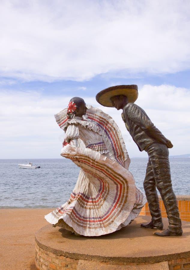 Escultura mexicana dos dançarinos de Traditionhal fotos de stock