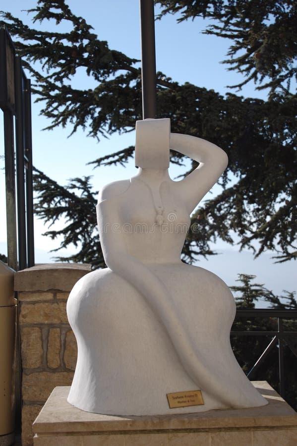 Escultura mulher em São Marino 'com uma criança ` foto de stock royalty free