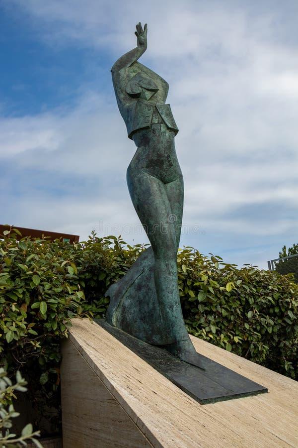 Escultura muy bonita de Carmen Amaya en un pequeño pueblo español Begur en Costa Brava, 10 14 02014 España imagenes de archivo