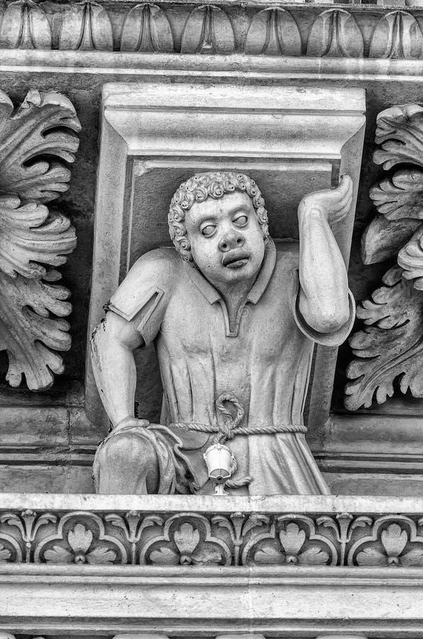Escultura na igreja da fachada transversal santamente, Lecce fotografia de stock royalty free