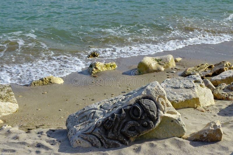Escultura na praia fotografia de stock royalty free