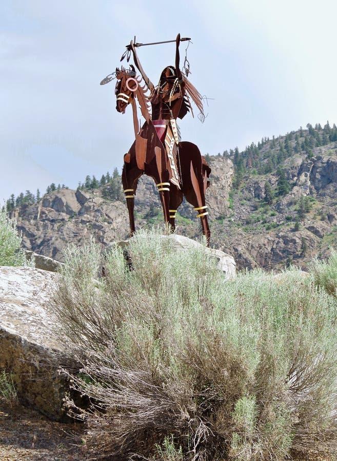 Escultura nativa no lago Osoyoos, Columbia Britânica, Canadá imagens de stock