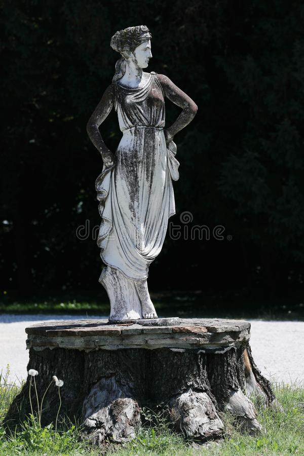 Escultura no jardim italiano imagem de stock royalty free