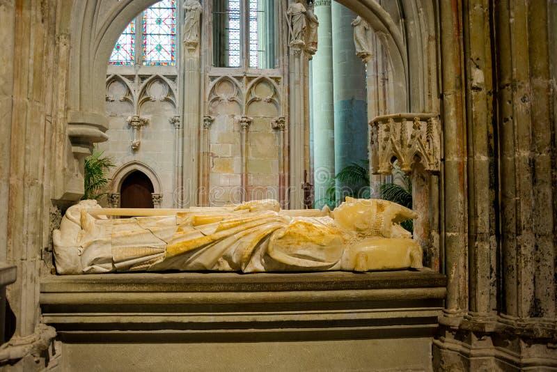 Escultura no Saint Nazaire do basilique do La da cidade Carcassonne imagem de stock
