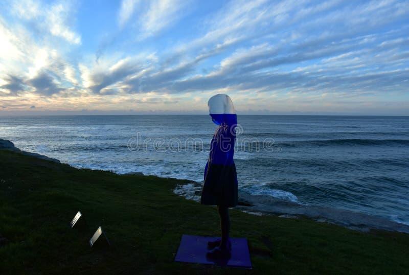 Escultura por el mar en Bondi fotografía de archivo