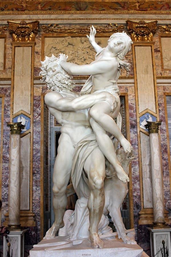 Escultura por Gian Lorenzo Bernini, violação de Proserpine, galeria Borghese, Roma, Itália imagem de stock royalty free