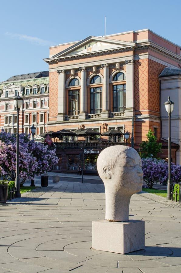 Escultura principal en un frente del edificio del parlamento imagen de archivo libre de regalías