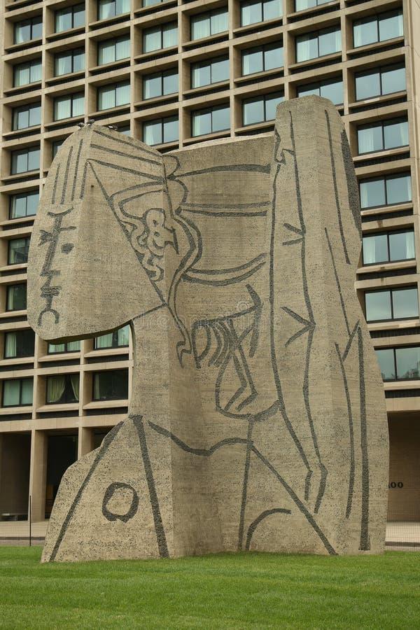 Escultura que Cubistic o busto de Sylvette criou por Carl Nesjar em colaboração com Pablo Picasso fotografia de stock