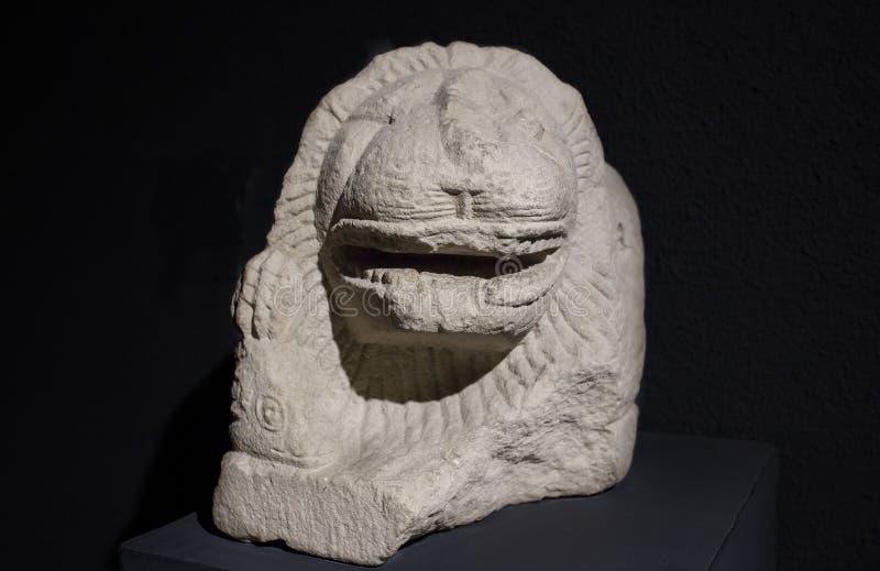 Escultura que descreve um leão com a ram em suas garras Iberian Cultur foto de stock royalty free