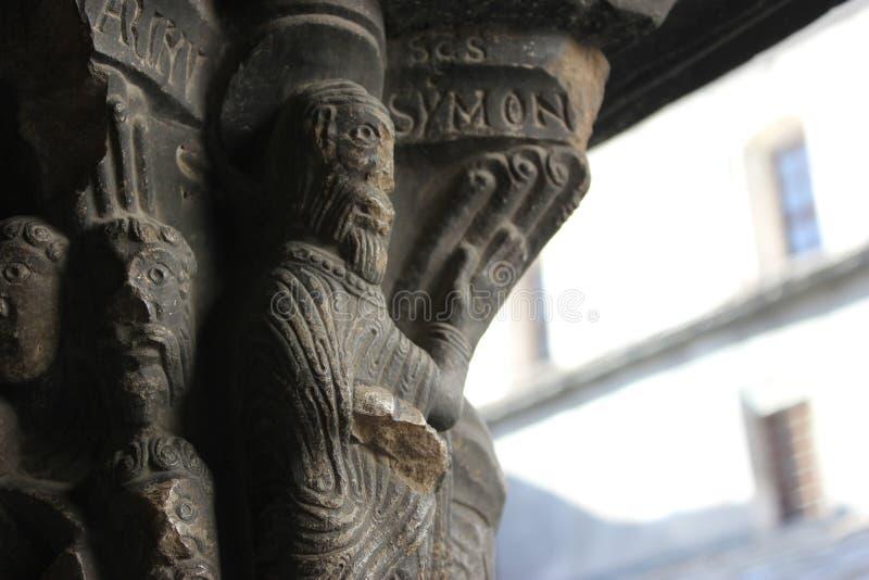 Escultura religiosa em um claustro foto de stock royalty free