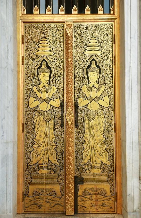 Escultura tailandesa de la puerta del templo imagen de archivo libre de regalías